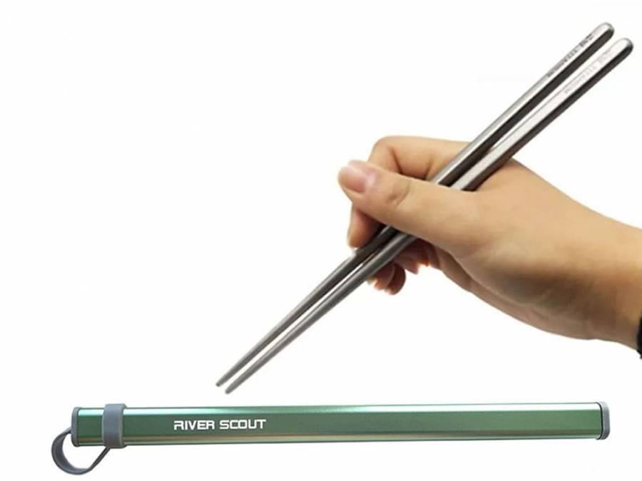 Титановые палочки для суши River Scout 23 см в футляре зеленого цвета